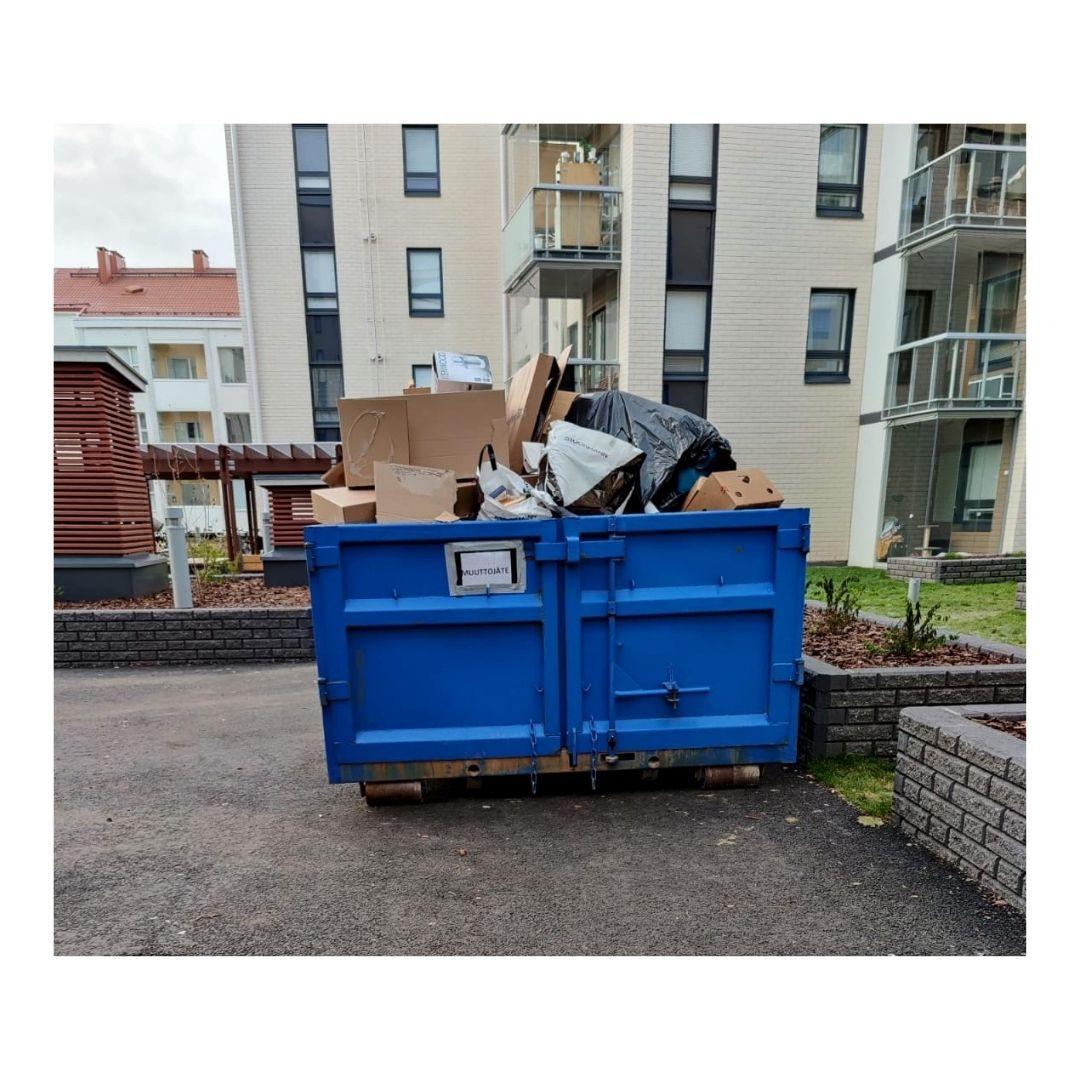 Tilaa roskalava taloyhtiön pihalle.